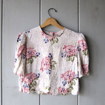80s Floral Crop Top Pink Off White Rayon Blouse Short Sleeve Cropped Blouse Minimal Preppy Boho Tee Buttons in back Top Womens Small