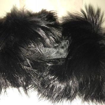 CREYWA2 Amazing New GUCCI Black fox fur and cavallino scarf with dustbag.