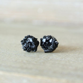 Raw Tourmaline Black Earrings. Crushed Tourmaline and Sterling Silver. Minimal Delicate Black Stone Studs. Black Tourmaline Delicate Earring