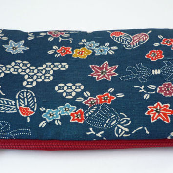 Indigo blue padded makeup bag with silk from Japanese vintage kimono, navy blue floral cosmetic pouch with silk kimono
