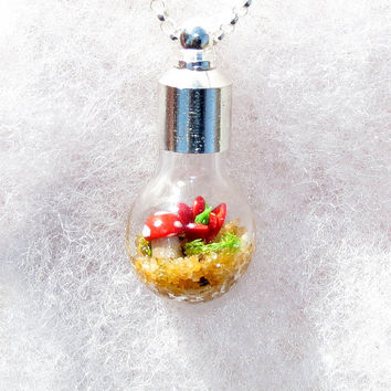 Moss Terrarium Pendant Necklace Mini Terrarium by Hieropice