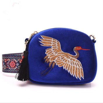 Winter New design mini Shell bag velvet tassel clutch bag Hand embroidery Cranes retro Wide shoulder strap shoulder bag