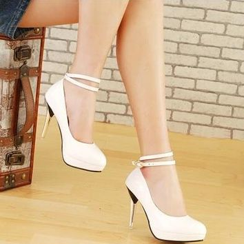 Sweet diamond water table fine with white high-heeled shoes 2017 female Korean version of the bride shoes
