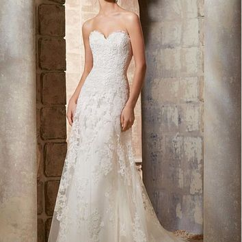 [219.99] Elegant Tulle Sweetheart Neckline A-line Wedding Dress With Lace Appliques - dressilyme.com