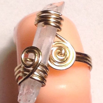 Handmade Wire Wrapped Quartz Crystal Point Ring -  Raw Crystal -  Quartz Gemstone Ring - Crystal Healing Energy Meditation - Gold Wire