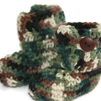 Baby booties boy Camo crochet green and brown with button closure size newborn 0-3 month Custom available.