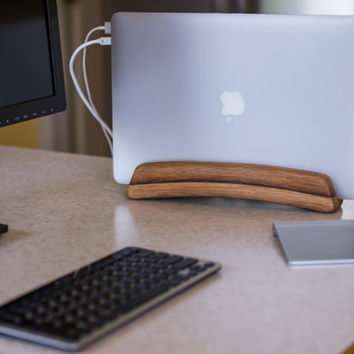The Stave Stand - A vertical laptop stand for Macbook Pro