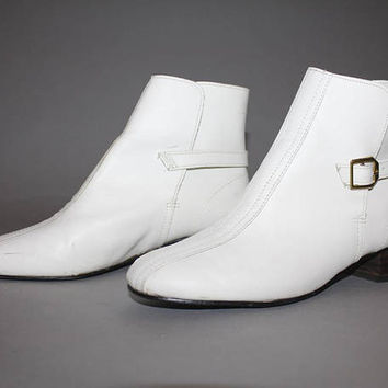 Vintage 60s MOD WHITE Leather BOOTS / Beatle Boots, Chelsea Boots/ Groovy White Ankle Booties / Round Toe / Size 8 us 6.5 aus 5.5 uk 38.5 eu