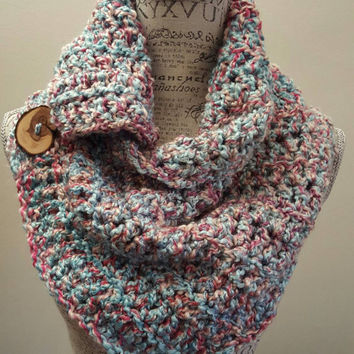 crochet katniss inspired cowl. Blues and pinks chunky Infinity Cowl.  Very soft. Made by Bead Gs on etsy. Scarf.
