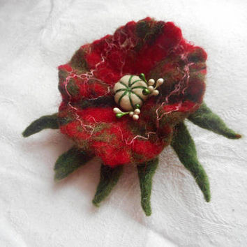 Felted brooch,Red Green Felt flower brooch, felt brooch flower,poppy hair clip,wool flax felt flowers,accessories,Christmas ornament,jewelry