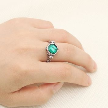 2017 Fashion Anime Movie Pirates Of The Caribbean Captain Jack Sparrow Skull Round Ring Of Death Green Crystal Rhinestone Rings