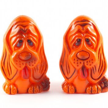 Droopy Sad Hound Dog Salt and Pepper Shakers Kitsch Retro Orange / Vintage 60s 70s