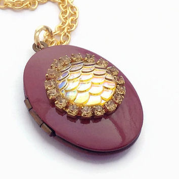 Mermaid Locket Necklace, Oval Locket, Scale Jewelry, Fish Scales, Gold Necklace, Nautical Gifts, Daughter Present, Teenager Gifts