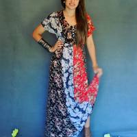 Cute vintage boho maxi dress in crinkle gauze / floral parchwork panels / fitted with a-line skirt