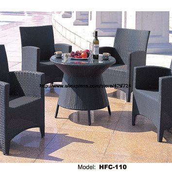 Classic High Back Armrest Chairs Glass Round Rattan Table Holiday Furniture Gradern Outdoor Beach Swing Pool Table Chairs Set