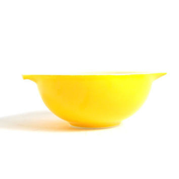 Vintage Pyrex Bowl Cinderella Mixing Bowl Daisy Pattern Yellow Orange Bowl Mid Century Retro Yellow Kitchen 400 Series 2.5 Quart Bowl