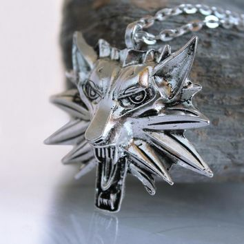 The Witcher 3 Necklace Pendant the wild hunt game wolf amulet Sweater Chain Gift ancient silver Wolf pendant