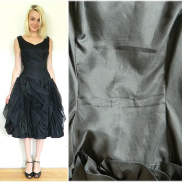 50s vintage black dress / Drop waist / Swing dress / Ruffled skirt / 1950s / Rockabilly / Cocktail dress/ Full skirt / Bullet bra / Size S M