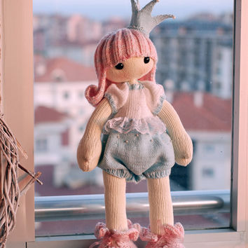 Shy Princess. The Doll. - pdf knitting pattern. Knitted round.
