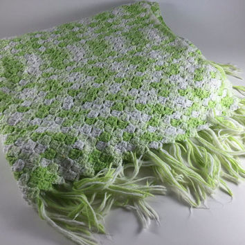 Vintage Crochet Handmade Afghan Green And White With Fringe Throw Bed Covering Bedroom Spring Home Decor Lap Blanket