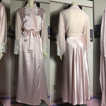 Vintage CHRISTIAN DIOR Pale Pink Satin Robe / White Lace Trim & Rosette Detail / Beautiful Bridal Dressing Robe / Wedding Boudoir Lingerie