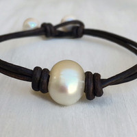 Leather freshwater Pearl bracelet; pearl on leather: leather and pearls; pearl bracelet; knotted bracelet