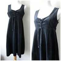 70s Black Velvet Empire Waist Babydoll Dress // Thick Velvet, Lace Up Bodice, Warm Boho Witchy Winter Fashion! Size 11/12