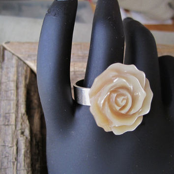 Flower Ring Ivory coloured Mother of Pearl Rose on Sterling Silver