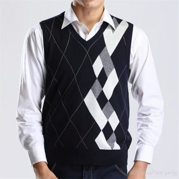 2017 Men Autumn Winter V-neck Wool Knitted Vest Dad Christmas Sweater Pullover Jumper Jersey Hombre Slim Argyle Cotton Manswear