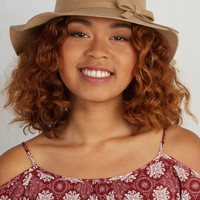 Festival Oh Classy Day Hat in Tan by ModCloth