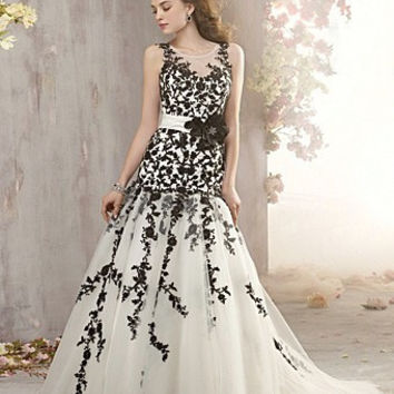 Cheap Wedding Dress Black and White Appliques Vestido De Novia Tulle Fabric Bridal Gown Flowers Sashes and Belts Floor Length