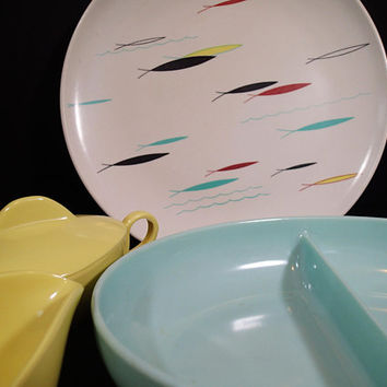 Watertown LIfetime Gulf Stream  Melmac Mid Century Atomic Fish dinner plate, turquoise divided bowl vintage melamine yellow sugar & creamer.