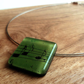 Musical pendant necklace - Musical note fused glass pendant - Handcrafted necklace - Artistic pendant - Musical jewelry - Green pendant