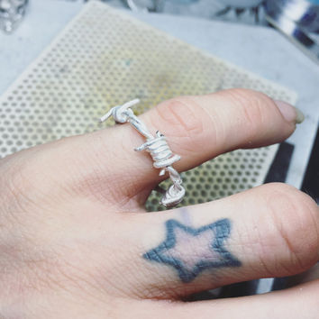 Very small barbed wire ring