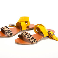 leopard and yellow Shoes. An open yellow and leopard pattern, leather bands, flat sandal.