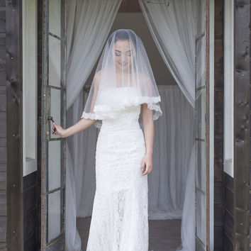 HEBE - fingertip length veil with gorgeous scalloped soft lace edge