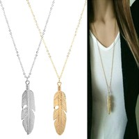 """Sofia"" Women's Feather Pendant Necklace"