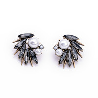 Feather Shaped Fashion Earrings With Pearls