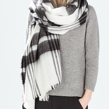Black and White Plaid Knitted Scarf