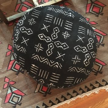 African Black and White Tribal Print Mudcloth Round Pouf / Poof / Mud cloth / African / Floor Pillow / Dog Bed / 23 x 10 Inches / Insert Included