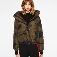 SHORT CAMOUFLAGE PRINT QUILTED COAT DETAILS