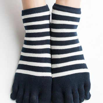 Women New Must Have Hezwagarcia Japan Edition Premium Cotton Super Cute Split Toe Socks Featuring Striped