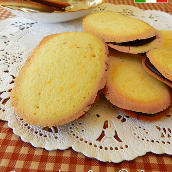 Italian Lingue di Suocera (Mother-in-Law's Tongues) also known as,  Milano's 1 doz. 3-1/2 X 2 inch cookies