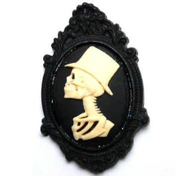 Steampunk Skeleton Groom Cameo Brooch, Day of the dead Jewelry, Día de los Muertos, Gothic