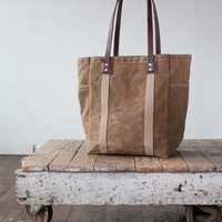 No. 105 Utility Tote in Dark Khaki Waxed Canvas