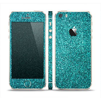 The Teal Glitter Ultra Metallic Skin Set for the Apple iPhone 5s