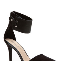 Breckelles Black Cuffed Pointed Toe Single Sole Pumps