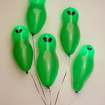 Light-Up Alien Balloons Set - Urban Outfitters