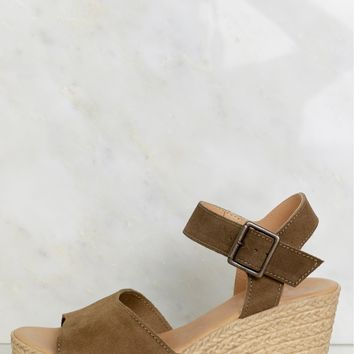 Tiki Time Wedge Olive