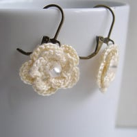 Ivory flower earrings - Crochet Flower Earrings - Spring Fashion - Ivory Brides Earrings - Ivory Bridesmaid earrings